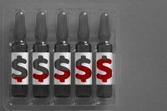 Imagem do conceito do tratamento médico e do agravamento de custos da cura Cinco ampola com inscrição coberta dos símbolos do dól imagem de stock royalty free