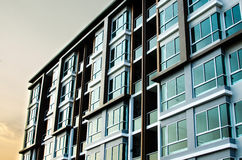 Imagem do condomínio na tarde com grupo do sol Fotos de Stock