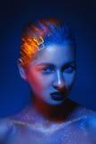 Imagem do contraste alto da mulher cuacsian sensual com vermelho criativo Imagem de Stock Royalty Free