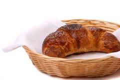 Imagem do croissant com papoila em uma cesta. Imagem de Stock