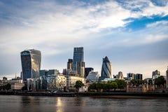Imagem do dia da skyline de Londres em um dia nebuloso Fotos de Stock Royalty Free