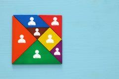 imagem do enigma retro do tangram com ícones dos povos Foto de Stock