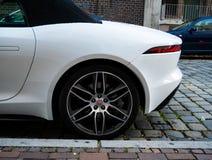 Imagem do estacionamento do carro na rua imagem de stock royalty free