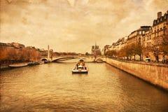 Imagem do estilo do vintage do Seine em Paris Imagem de Stock Royalty Free