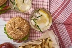 Imagem do hamburguer saboroso fresco imagens de stock
