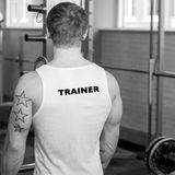 Imagem do instrutor pessoal no gym Foto de Stock Royalty Free