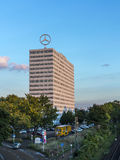 Imagem do logotipo de Mercedes Benz sobre Foto de Stock Royalty Free