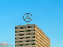 Imagem do logotipo de Mercedes Benz sobre Fotos de Stock Royalty Free
