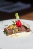Imagem do meatloaf saboroso com salsa no prato Imagens de Stock