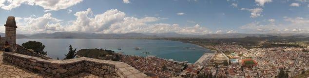 Imagem do panorama do castelo de Palmidi e arquitetura da cidade de Nafplio, Peloponnese, Grécia, fotografia de stock royalty free