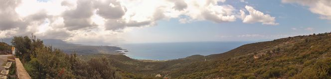 Imagem do panorama da costa ocidental de Mani exterior, Peloponnese, Grécia foto de stock