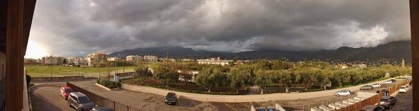 Imagem do panorama de Kalamata e de montanhas circunvizinhas, Peloponnese, Grécia, fotos de stock royalty free