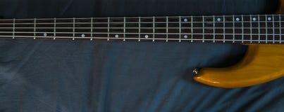 Imagem do papel de parede de Bass Guitar horizontal Imagens de Stock