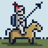 Imagem do pixel de um cavaleiro na armadura do ferro em um cavalo e com uma lança ilustração royalty free