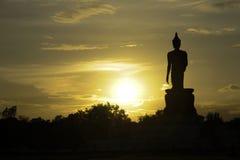 Imagem do por do sol e da Buda em Tailândia Fotos de Stock