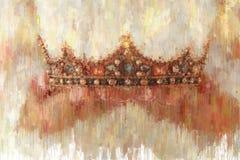 imagem do sumário do estilo da pintura a óleo da senhora com o vestido branco que guarda a coroa do ouro período medieval da fant imagens de stock royalty free