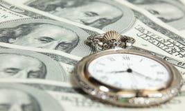 Imagem do tempo e do conceito do dinheiro - relógio de bolso e E.U. Foto de Stock