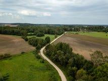 imagem do zangão ideia aérea da área rural com campos e florestas fotografia de stock royalty free