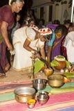 Imagem documentável: Índia Puja antes do nascimento Fotos de Stock Royalty Free