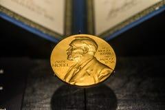 Imagem dourada do prêmio nobel foto de stock royalty free