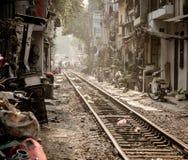Imagem editorial da calha dos trilhos a cidade de Hanoi, Vietname - Em janeiro de 2014 Imagem de Stock