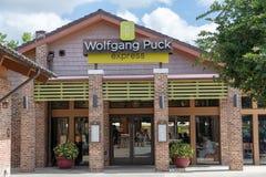 Imagem exterior de uma parte dianteira resturant da loja de Wolfgang Puck Express fotos de stock royalty free