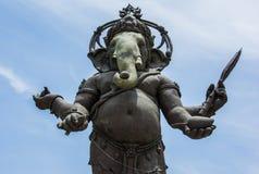 Imagem grande da estátua de Ganesha na ação ereta em Tailândia Fotos de Stock