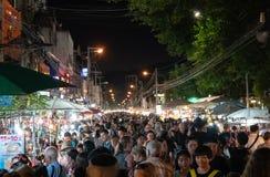 A imagem granulado aglomerou a rua em mercados asiáticos da noite Fotografia de Stock Royalty Free