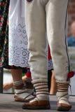 Imagem horizontal da cor de dançarinos do polimento da fêmea em tradicional Foto de Stock