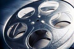 Imagem iluminada dramática de um carretel do filme fotografia de stock