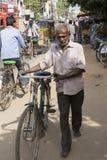 Imagem ilustrativa editorial Transporte do ciclo na Índia fotografia de stock royalty free