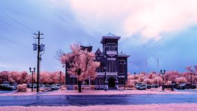 Imagem infravermelha de um prédio de escritórios municipal fotos de stock royalty free