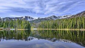 Imagem invertida Lago Sylvan Wyoming imagem de stock