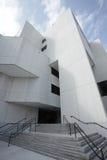 Imagem larga do ângulo de um edifício Fotografia de Stock