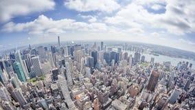 Imagem larga do ângulo de uma New York Manhattan Fotos de Stock Royalty Free