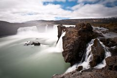 Imagem longa dramática da exposição da cachoeira de Godafoss, Islândia, Europa fotos de stock