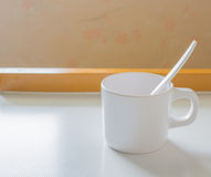 imagem macia do foco do copo branco Fotos de Stock