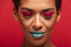 Imagem macro da mulher afro-americano encantador que é elegante Fotografia de Stock