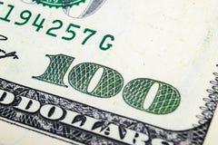 Imagem macro do tiro do canto de cédulas de umas 100 notas de dólar Conceito do sucesso financeiro Fundo de 100 notas de dólar Um imagens de stock