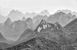 Imagem preto e branco de formações do cársico Imagem de Stock