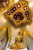 Imagem pura da Buda do ouro em Wat Traimit, Banguecoque, Tailândia Fotografia de Stock Royalty Free