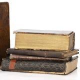 Imagem quadrada de uma pilha de livros muito velhos Fotos de Stock