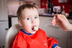 Comer de Little Boy Imagem de Stock