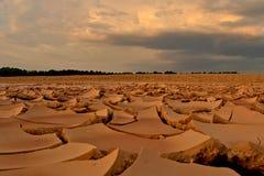 Imagem rachada do conceito do solo de argila do aquecimento global. fotografia de stock royalty free