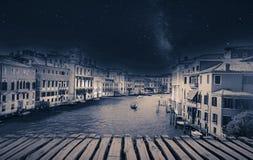 Imagem retro das belas artes com a gôndola no canal grandioso, Veneza, ele Fotos de Stock