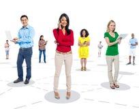 Imagem social das conexões convertida usando o dispositivo de Digitas imagem de stock