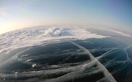 Imagem tomada pela câmera da ação lente do Peixe-olho Panorama do gelo congelado do Lago Baikal Imagens de Stock
