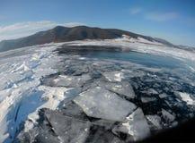 Imagem tomada pela câmera da ação lente do Peixe-olho Panorama do gelo congelado do Lago Baikal Imagem de Stock
