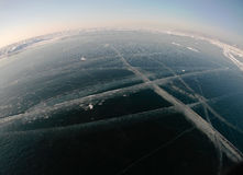 Imagem tomada pela câmera da ação lente do Peixe-olho Panorama do gelo congelado do Lago Baikal Fotografia de Stock Royalty Free