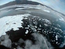 Imagem tomada pela câmera da ação lente do Peixe-olho Panorama do gelo congelado do Lago Baikal Imagens de Stock Royalty Free